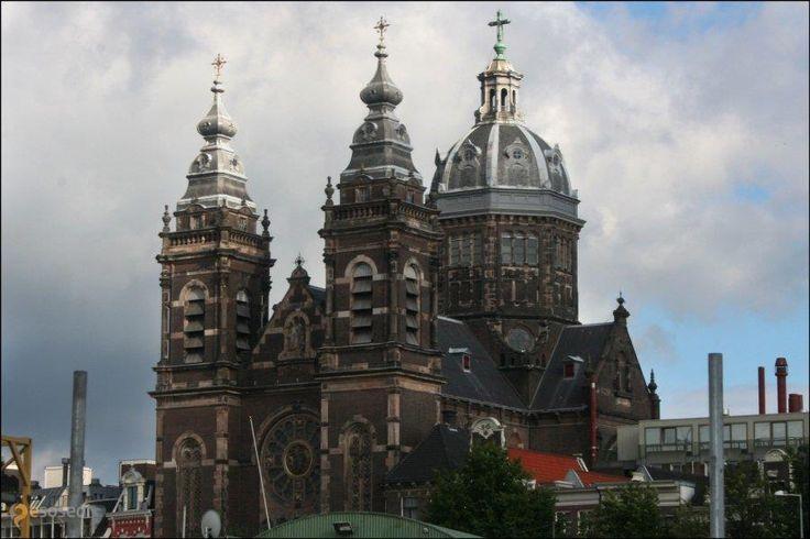 Базилика Святого Николая. – #Нидерланды #Северная_Голландия #Амстердам (#NL_NH) Церковь конца 19 века, очень впечатляет http://ru.esosedi.org/NL/NH/1000463362/bazilika_svyatogo_nikolaya_/
