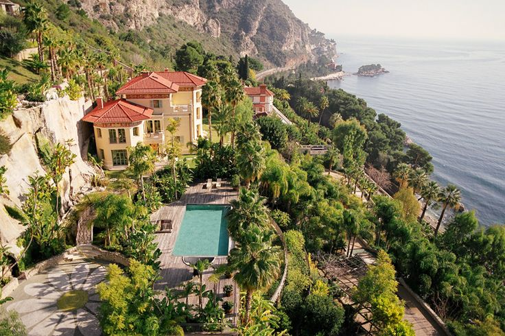 Planning to #invest in a holiday #home? How about a villa in the exotic Côte d'Azur?