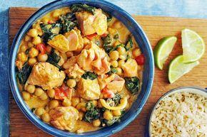 Kijk wat een lekker recept ik heb gevonden op Allerhande! Indiase zalmcurry met spinazie & kikkererwten