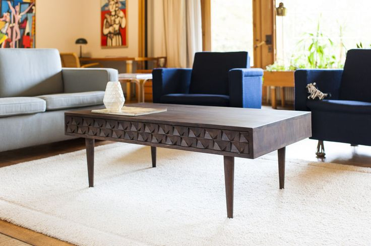 Combining dark wood, thin feet and three doors with geometric relief, the Balkis coffee table displays a vintage style.