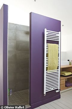 Déco bicolore pour la douche - Douche ouverte ou à paroi vitrée : 19 exemples de douches superbes - CôtéMaison.fr