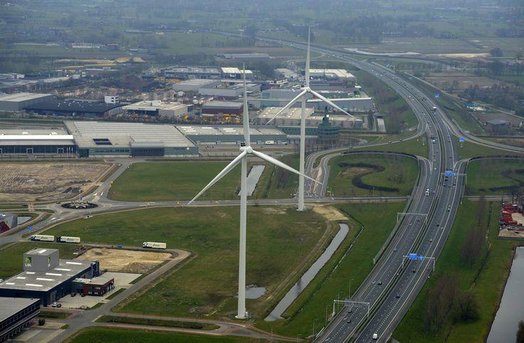 De twee Pure Energie windmolens in Ede. Onderdeel van Windpark Maanderbroek. Hier wordt genoeg energie opgewekt voor 4.200 huishoudens!