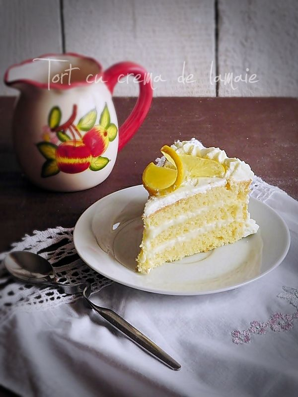 Mod de preparare Tort cu crema de lamaie: Blat: Albusurile se bat spuma tare cu un praf de sare. Se adauga zaharul si se mixeaza pana se obtine o spuma lucioasa, ca pentru bezele. Se adauga galbenusurile frecate cu ulei, ca pentru maioneza, in care am adaugat si coaja de…