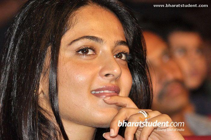Telugu Actress Anushka Photo gallery