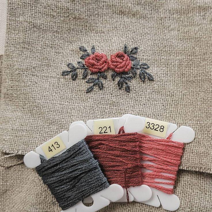 조그만 동전지갑 만들려고 간단한 장미를 수놓아 봤어요 ~ #프랑스자수 #구미프랑스자수 #마로작업실
