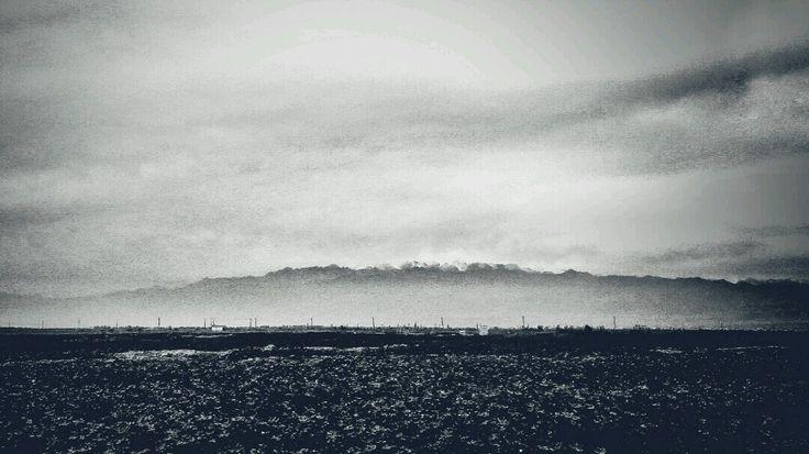 躲藏 - 在喀什见到了,这座躲藏在山里的云,躲藏在云里的山