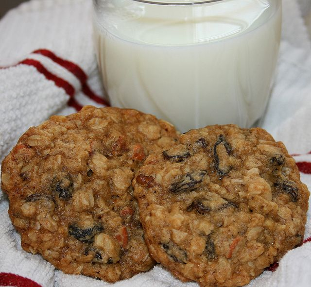 Cinnamon Chip Oatmeal Raisin Cookies | Cookies | Pinterest