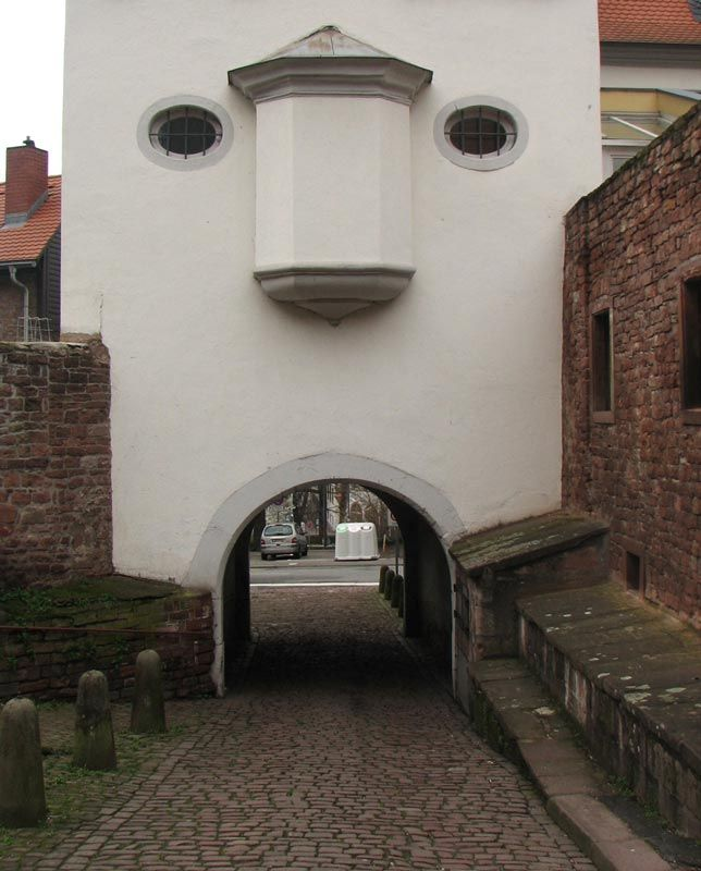 23 Buildings with Unintentionally Funny Faces #Homes via @twistedsifter