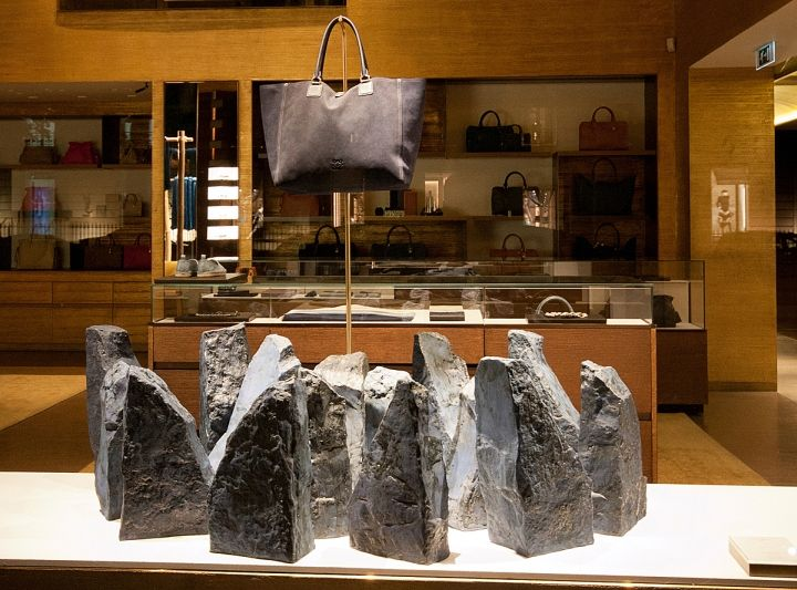 Дизайн витрины Loewe в Париже