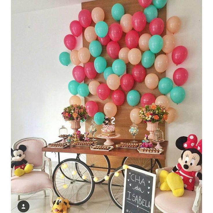 """""""Olha que legal essa inspiração que vi no @mae_festeira de fazer um painel só com balões. Pic @chicnicfestascriativas #festejarcomamor #festainfantil…"""""""