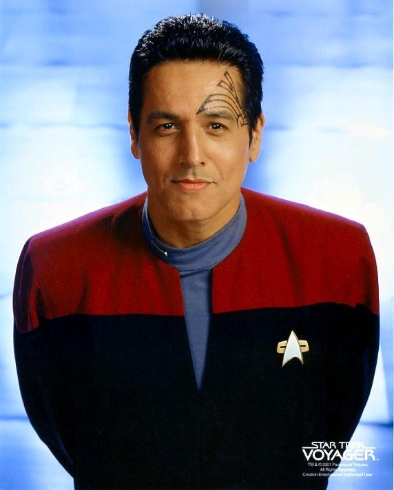 ROBERT BELTRAN est un acteur américain d'origine mexicaine, né le 19 novembre 1953 à Bakersfield, Californie. De 1995 à 2001 il a incarné le Commandant Chakotay dans Star Trek : Voyager. Voir Wikipedia.