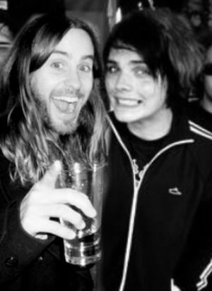 This is a cute picture but it is edited haha, though there is a real picture of Gerard & Jared, though some people have edited THAT picture to Lindsey instead of Jared