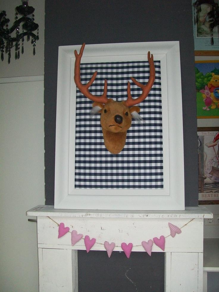 Idee stoere decoratie in de kinderkamer hertenhoofd op prikbord memoboard pinterest - Decoratie idee ...