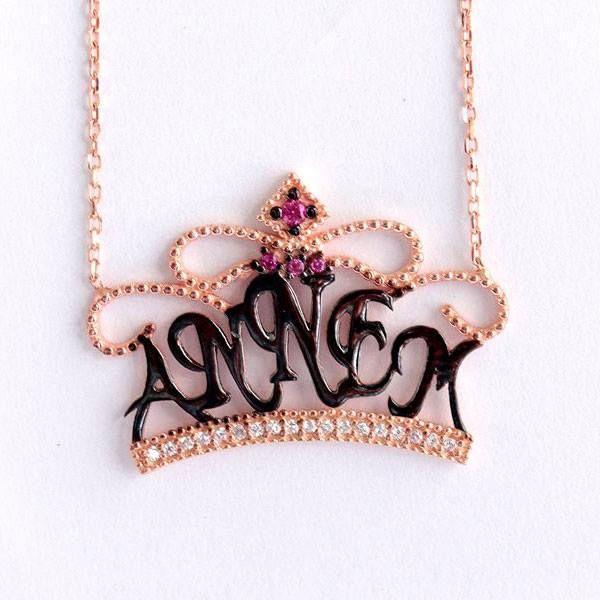 'ANNEM' yazılı, roz renkli ve zirkon taş işlemeli, 925 ayar muhteşem bayan kolyesi