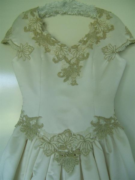 Vintage Wedding Dress Size 10, available for hire from Treenridge weddings, Pemberton, from October 2014.