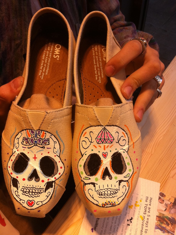 TOMS shoes // Hand painted // Sugar Skull | S T Y L E - Y ...