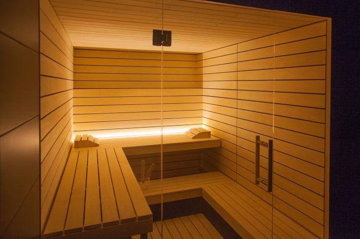 Design-Sauna à la corso: hell und einzigartig mit klarer Linienführung und verglaster Front.: Skandinavisch Spa von corso sauna manufaktur gmbh