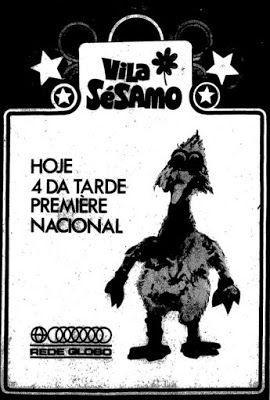 """Vila Sésamo estreou no Brasil em outubro de 1972, fruto de uma parceria entre TV Cultura e Rede Globo. Abaixo anúncio com a chamada para a """"première nacional"""" veiculado naquele ano. A série durou até 1977."""