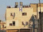 Tentara Zionis duduki rumah warga Palestina dan dinyatakan sebagai zona militer tertutup  TEPI BARAT (Arrahmah.com)  Setelah lebih dari 120 pemukim ilegal ekstrimis Yahudi menyerang dan menduduki rumah keluarga Abu Rajab di Hebron bagian selatan Tepi Barat pada Selasa (25/7/2017) tentara pendudukan Israel menyatakan rumah warga Palestina tersebut sebagai zona militer tertutup.  Keputusan dibuat setelah Perdana Menteri otoritas Zionis Benjamin Netanyahu dilaporkan bertanya kepada Menteri…