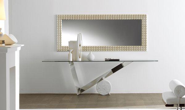 Consolle con base in acciaio inox lucido. Cilindro in Travertino, marmo nero Marquina o bianco Carrara. Piano in cristallo trasparente con spessore...