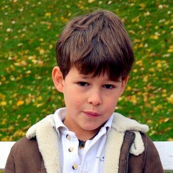 Gaston d'Orléans, 8 ans, né en 2009, Petit-fils d'Henri d'Orléans, prétendant au trône de France