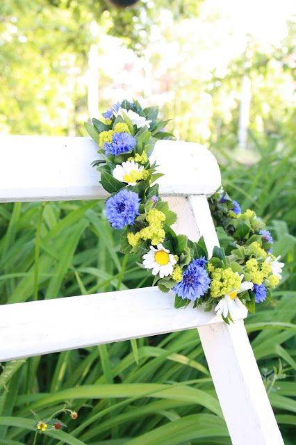 Midsommor floral wreath from Among the concrete and old fashioned peonies .....................