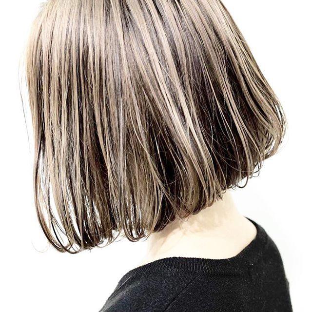 【シャドウグラデーション】  影を作っていきます。ハイトーンの方にオススメ⭐️陰影が髪を無造作に動かしていく。ダメージレスに毛束感を感じたい方に⭐️…