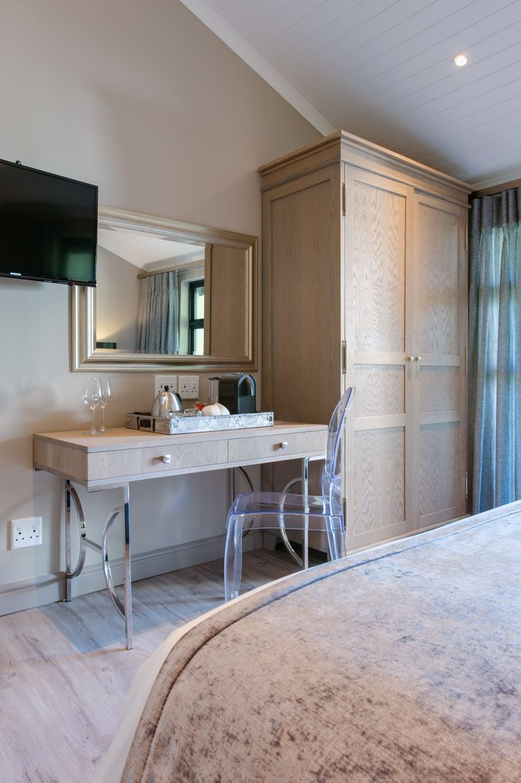 Suites 3 - 6. Vanity unit. TV with satellite channels.