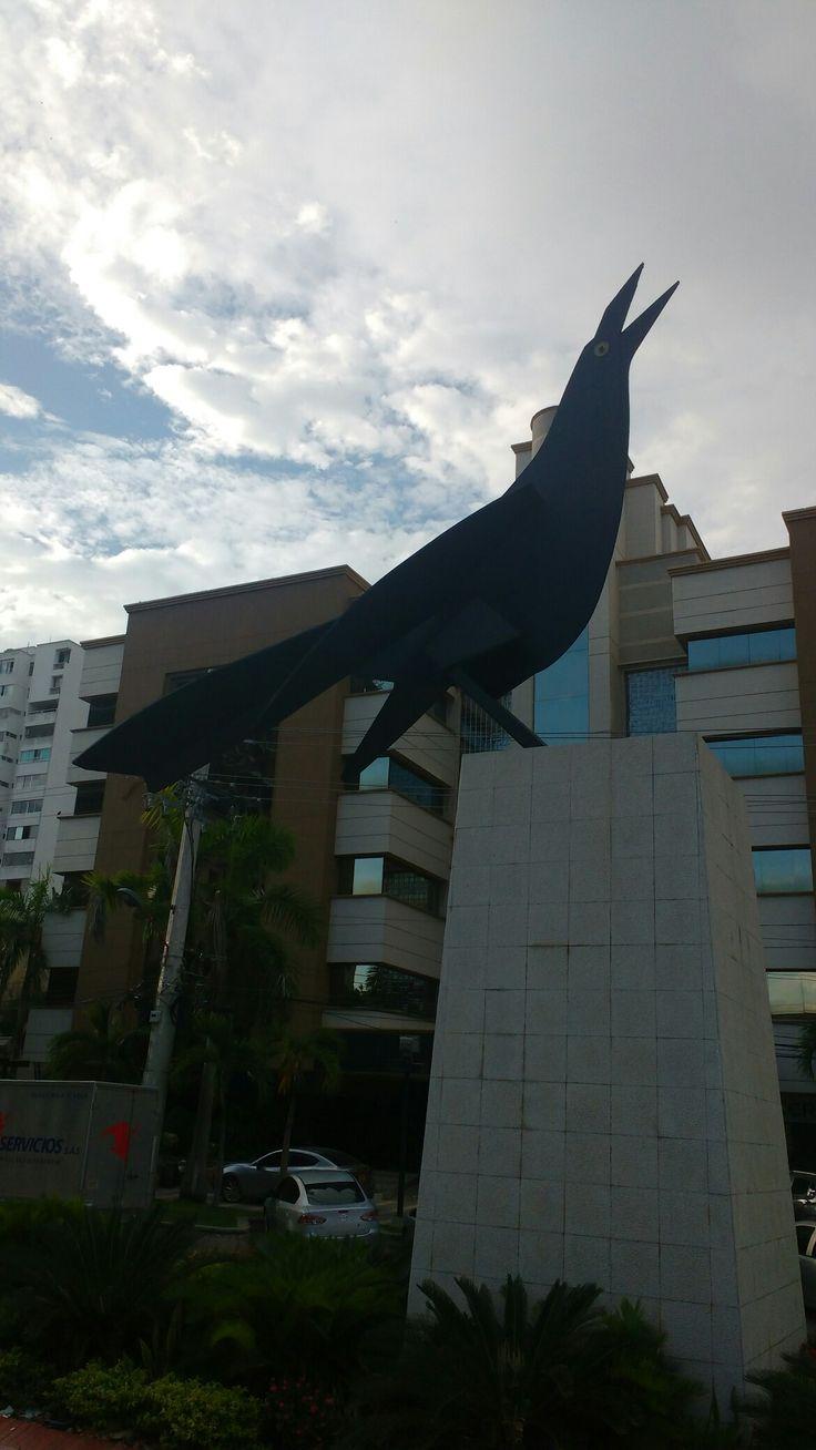Monumento a María Mulata, ave típica del Caribe Colombiano, también conocida como La Cocinera. Cra 51Cll 79 Barrio Alto Prado.