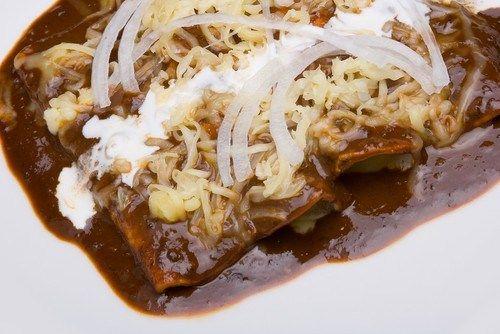 Мексиканский шоколадный соус для мяса и птицы (Моле Поблано) рецепт – мексиканская кухня: соусы и маринады. «Афиша-Еда»