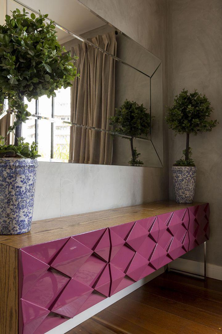 Um décor com muita personalidade, que mistura estilos, estampas, cores e…