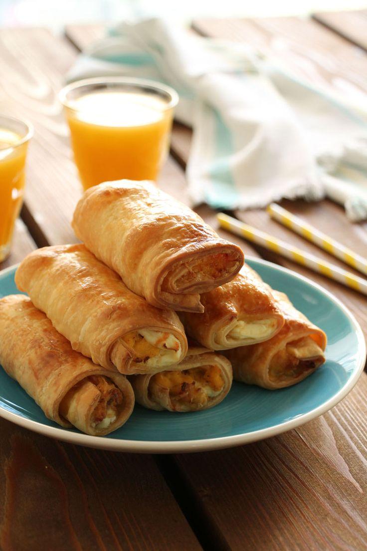 και αυτά τα ρολάκια με αυγά, μπέικον και τυρί κρέμα ήταν ότι πρέπει για να ξεκινήσει με ενέργεια και χαμόγελο το κυριακάτικο πρωινό μας. Η ιδέα απλή, εύκολη και νόστιμη: