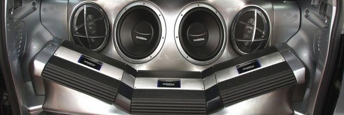 Аудиосистема в автомобиле является неотъемлемым атрибутом современного укомплектованного авто. И даже если вы не заядлый меломан, поездка под красивую приятную музыку всегда принесет удовольствие. Что уж говорить о людях, которые привыкли всё делать под музыкальное сопровождение! Для них установка качественной и мощной аудиосистемы в свою машину будет самым важным этапом тюнинга. 1 Что такое автомобильная …