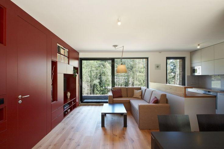 Obývačka s veľkým francúzskym oknom