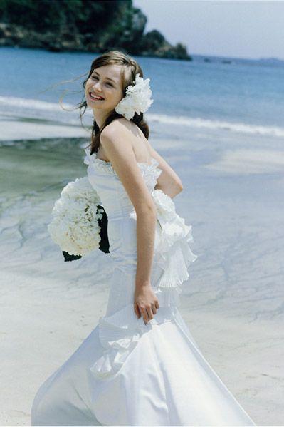 大ぶりのフラワーがポイント❤マーメイドドレス・スレンダードレスにオススメの髪型・ダウンスタイルの参考一覧❤