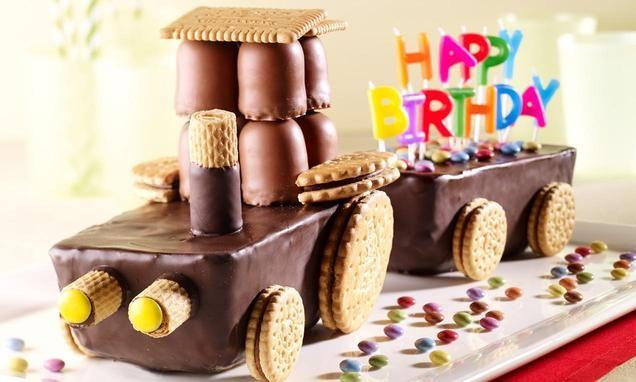 Toller Trecker aus fertigen Kuchen als Überraschung für den Kindergeburtstag