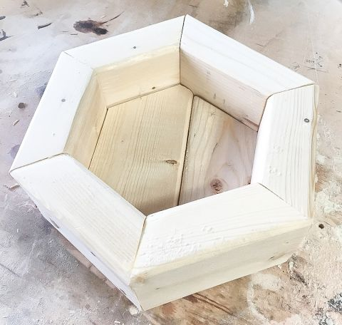 How to make a DIY hexagon planter out of 2x4 scrap wood