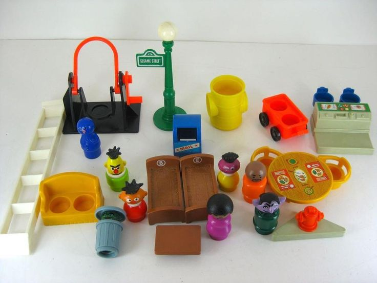 Lot Vintage Fisher Price Sesame Street Little People & Accessories Count Oscar