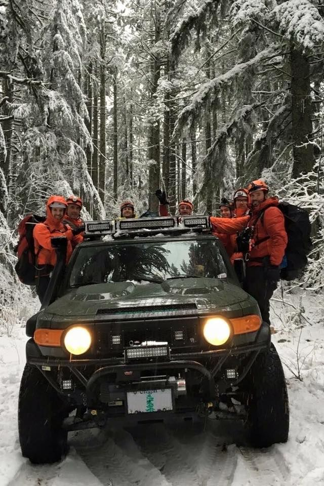 Metal-tech 4x4 equipped SAR (Search and Rescue) FJC. How to move a 9 man SAR team with full load outs, using a 2 seat configured FJC? Easy, two inside and 7 on the sliders. Local SAR team out on a call.