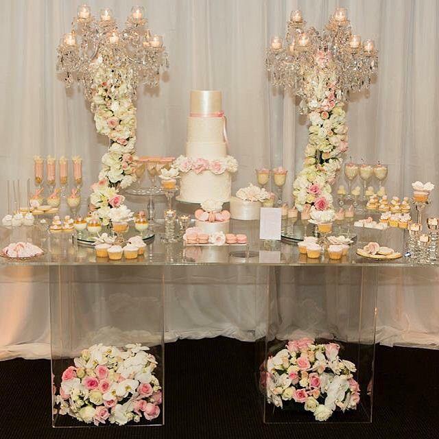 Cristal + Rosas + postres = mesa de postres preciosa. #BodasBlush