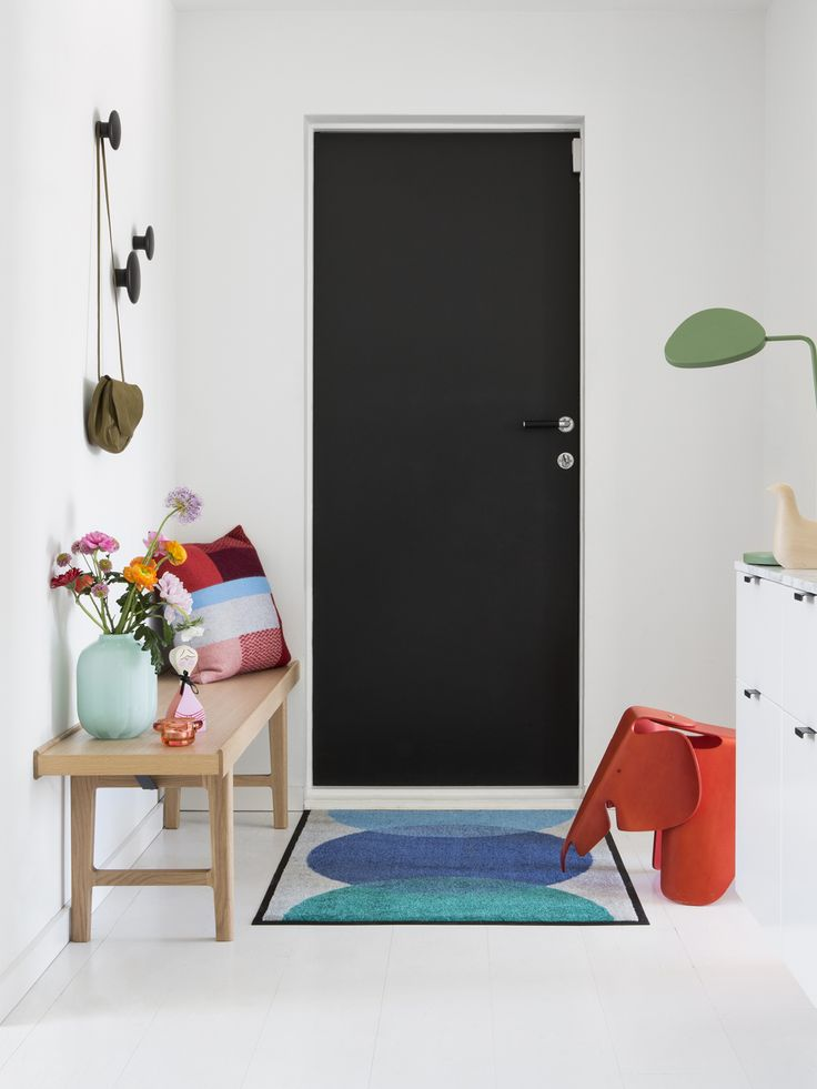 Spot Blue doormat has circles in blue-green nuances against a light grey background. The design is inspired by the theory of colours. Three circles of different colours overlap each other and produce new colours. Designer: Kristine Five Melvær.