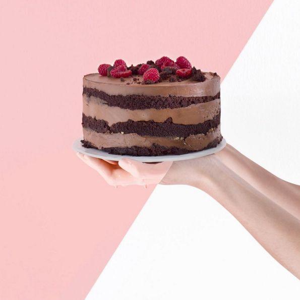 Mira esta belleza de chocolate con frambuesa. | Esta pastelería de Monterrey hacen unos postres tan perfectos que te...