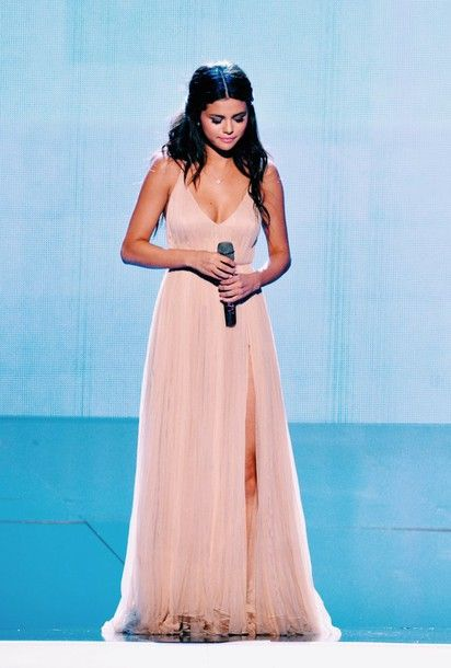 dress light pink Valentino amas 2014 performance the heart wants what it want