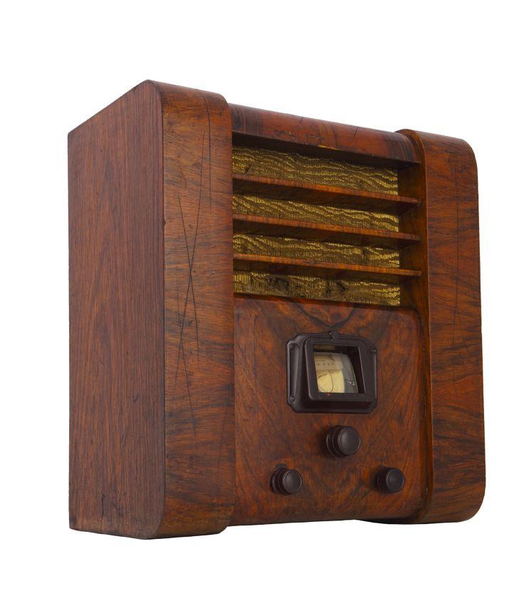 """Radio Elektrit Majestic, Towarzystwo Radiotechniczne Elektrit, 1935/1936, kolekcjaMuzeum Inżynierii Miejskiej / Radio Elektrit Majestic, """"Elektrit"""" Radio Engineering Association, The Municipal Engineering Museum collection"""