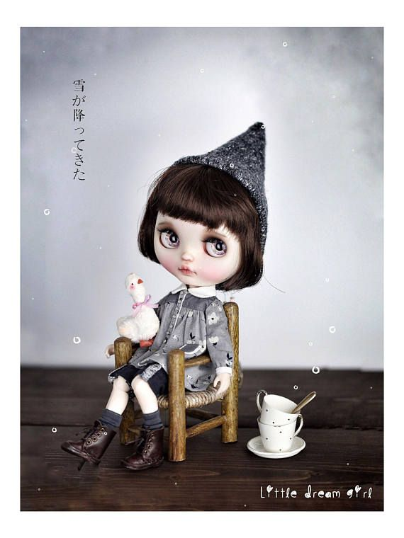 Do you like to see some magic? Come to me slowly and closely, and you will find a totally different world. This Gray shirt set contains 3 pieces: 1. 1 Gray long sleeve shirt with doll collar; 2. 1 pair of black short pants; 3. 1 pair of dark gray stockings.