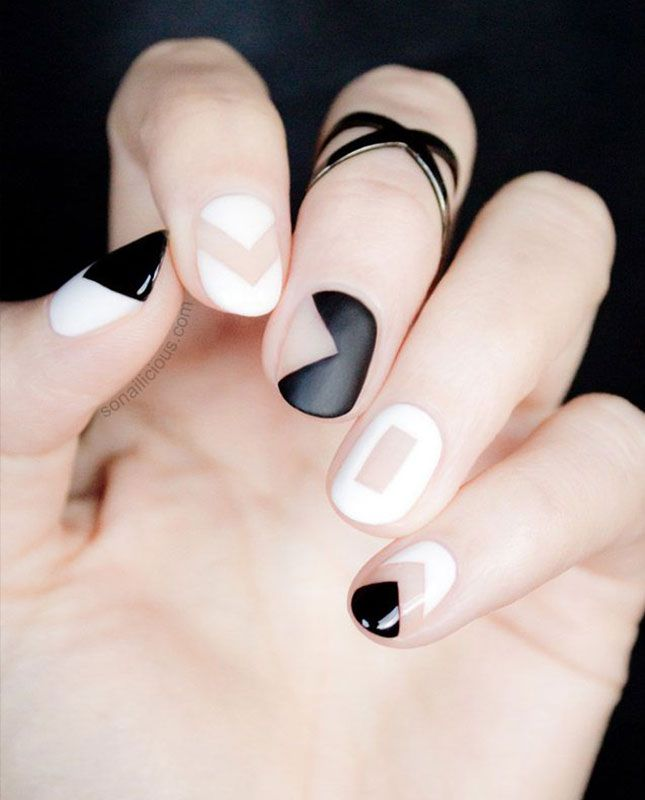 11 black and white manis that will make you want to ditch your spring pastels! via @britandco