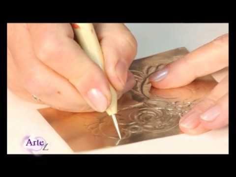 Cómo hacer el repujado en estaño para el marco de un portaretrato - YouTube