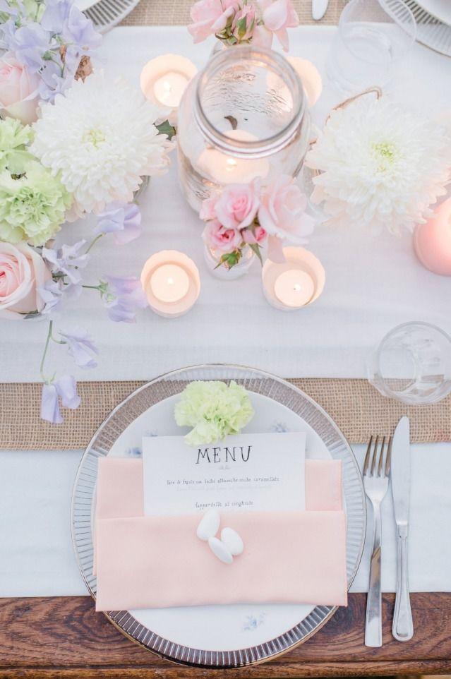 Credit: Alexandra Vonk Photography - huwelijk (ritueel), bloem (plant), kaars, viering, tabel (meubels), luxe (rijkdom), servet (tafelgerei), mes, huwelijk (burgerlijke staat)
