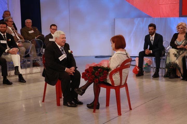 Le telecamere di Uomini e Donne questa mattina a Casagiove a cura di Redazione - http://www.vivicasagiove.it/notizie/le-telecamere-uomini-donne-questa-mattina-citta/