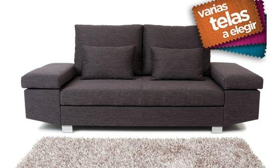 Elegante y moderno sofá de tres plazas tapizado en tela. Cuenta con canapé, lo que le hará disfrutar de un mayor espacio para guardar pequeños objetos. Disponible en 6 colores diferentes. El máximo relax y bienestar para un salón glamouroso y práctico.¡No desperdicie la oportunidad!